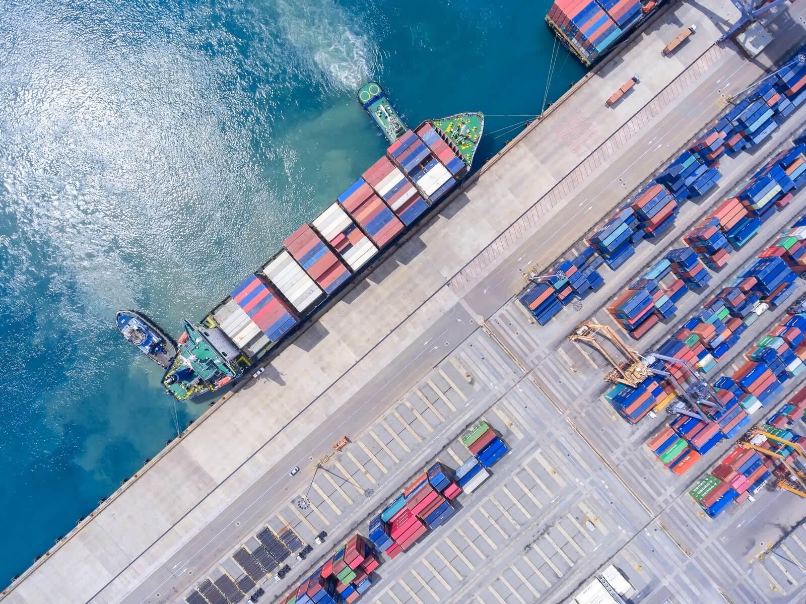 ما هي سفن الشحن العملاقة