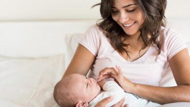 صورة الرضاعة الطبيعية ما هي فوائدها لدى الطفل والأم
