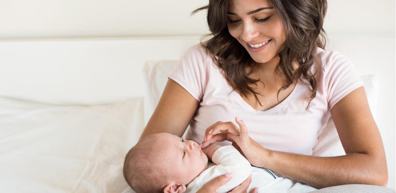 الرضاعة الطبيعية ما هي فوائدها لدى الطفل والأم