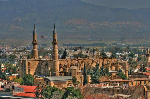 عاصمة قبرص نيقوسيا