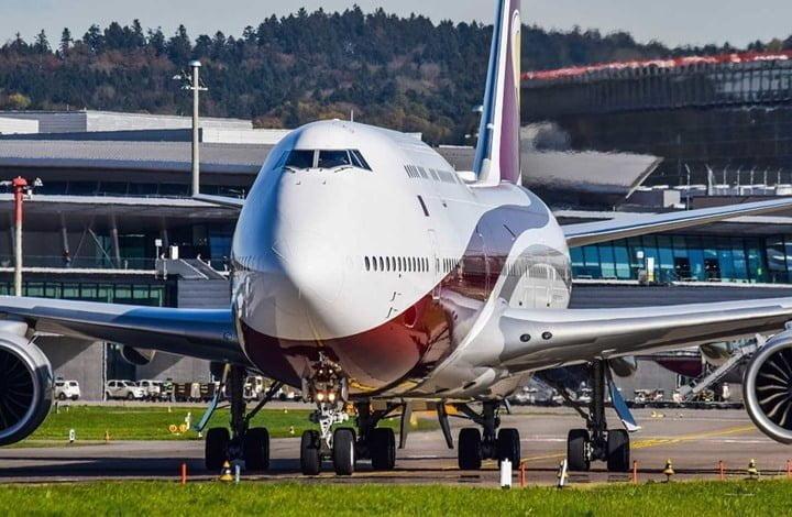 الطائرة من الداخل ولماذا لون الطائرة أبيض؟