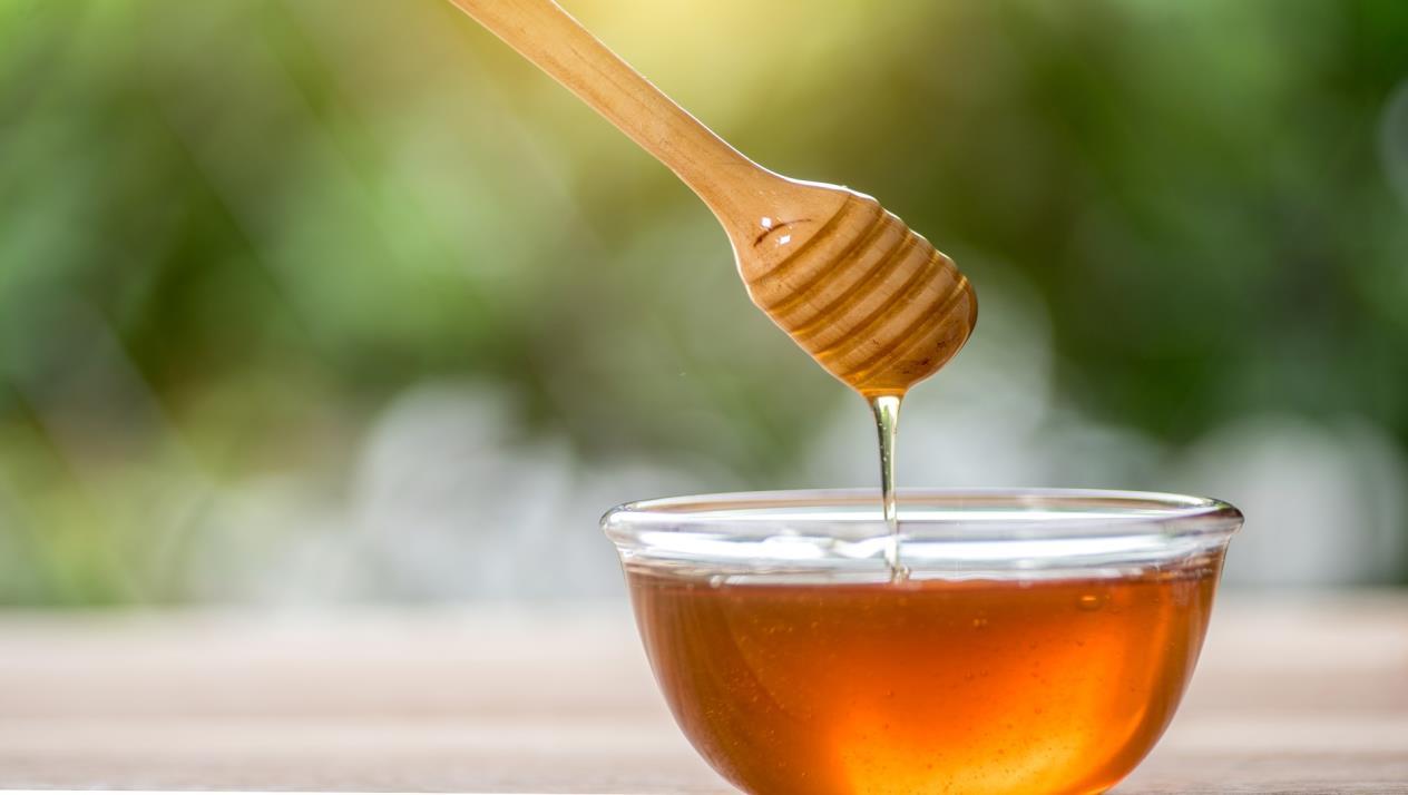 صورة العسل الطبيعي وفوائده الصحية الكثيرة