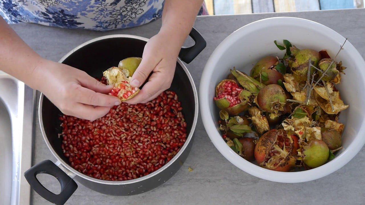 طريقة صنع دبس الرمان مع شام الأصيل