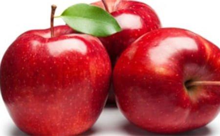 تناول فاكهة التفاح