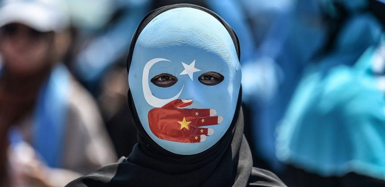 صورة مسلمي الإيغور ومعتقلات الموت