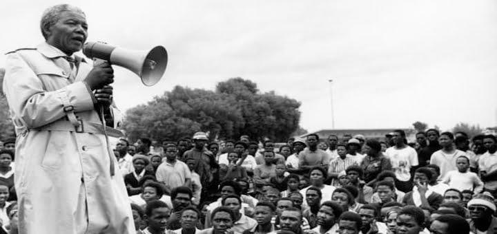 البيئة التي نشأ فيها نيلسون مانديلا
