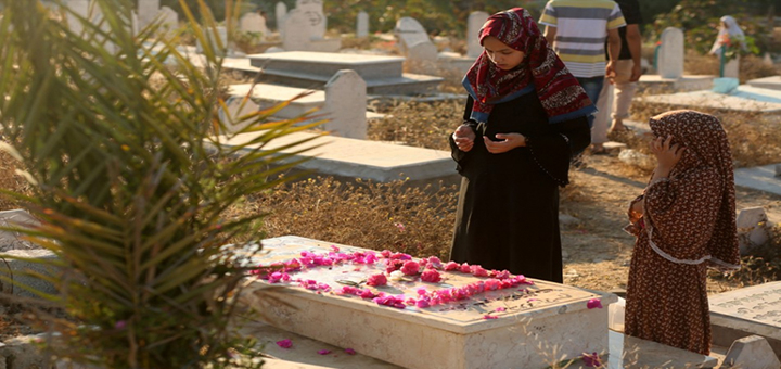 صورة هل يشعر الأموات بزياة الأحياء لهم؟