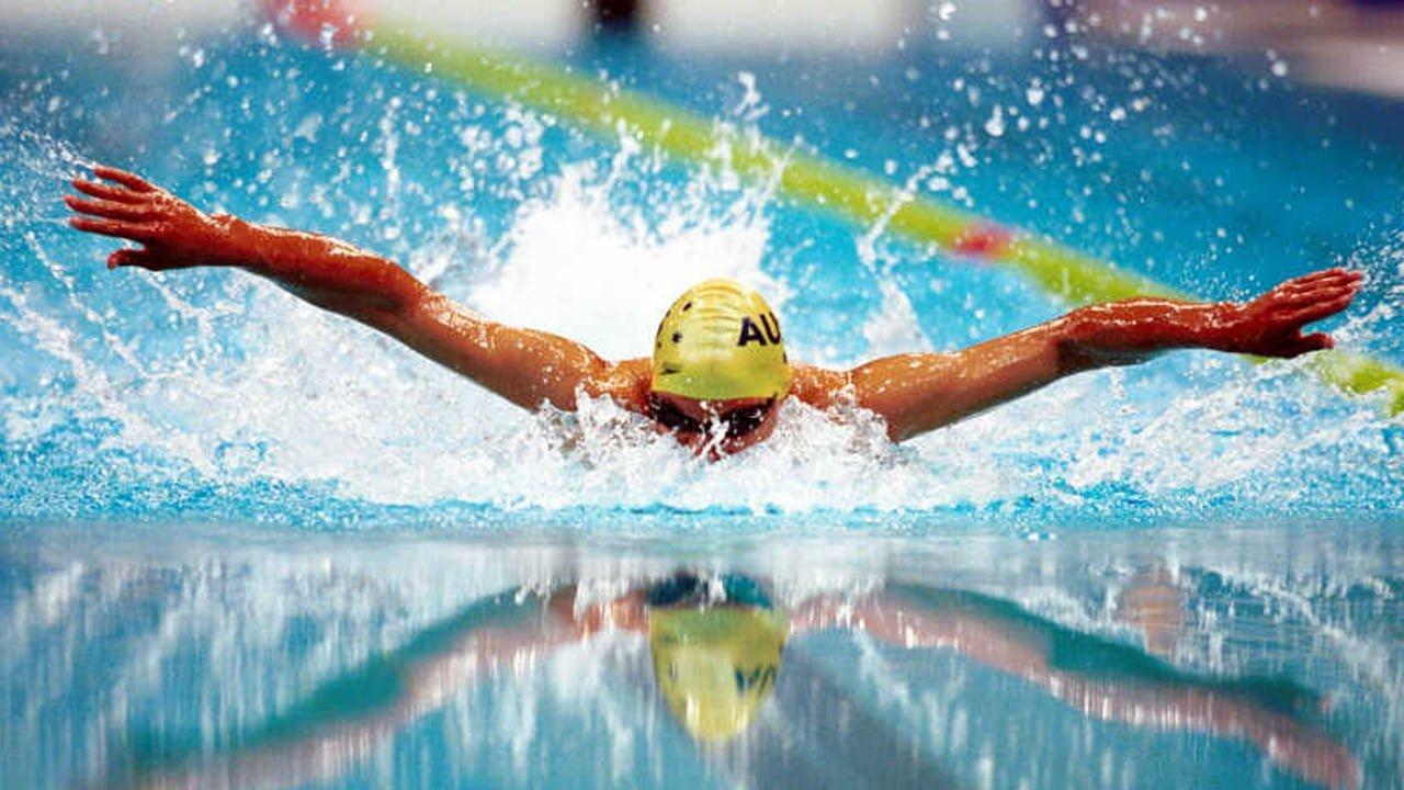 صورة رياضة السباحة وأهميتها لبناء الجسم