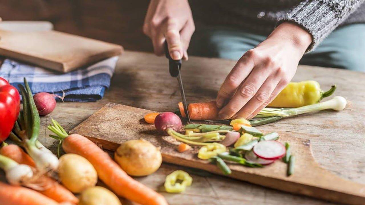 صورة فن الطبخ ومهارة الطبخ